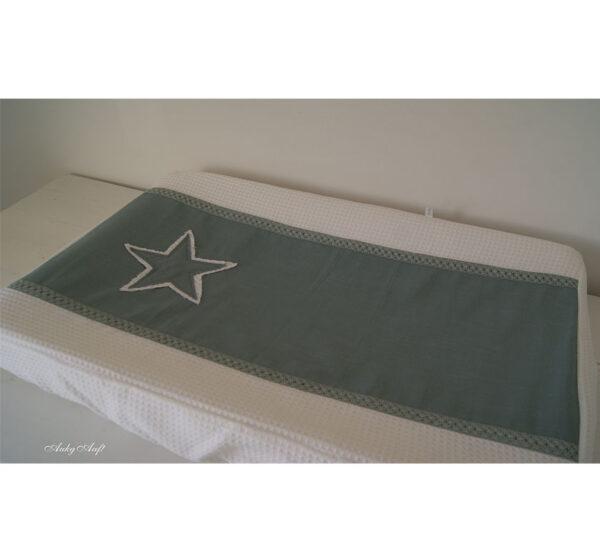 """Aankleedkussenhoes groen met sterren """"Does"""""""