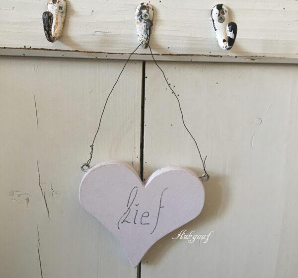 houten hartje ''lief ,lila''